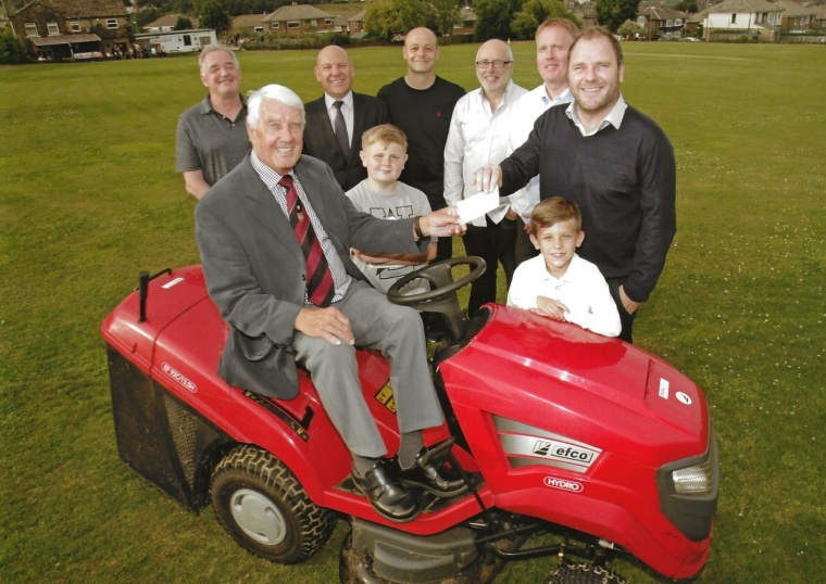 Masons' £500 donation for Leymoor Cricket Club